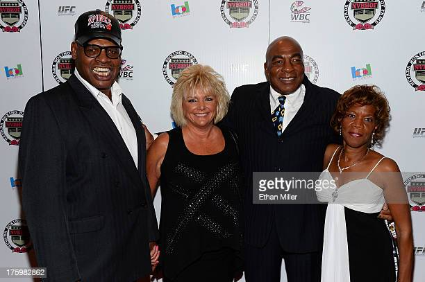 Former boxer Leon Spinks his wife Brenda Spinks former boxer Earnie Shavers and his fiancee Marsha Josey arrive at the Nevada Boxing Hall of Fame...