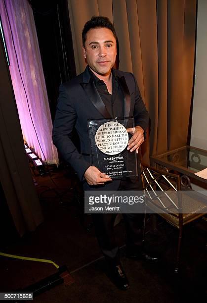 Former boxer Oscar Dela Hoya poses backstage with the Shining Star Honoree Award during MakeAWish Greater Los Angeles Honoring Oscar De La Hoya...
