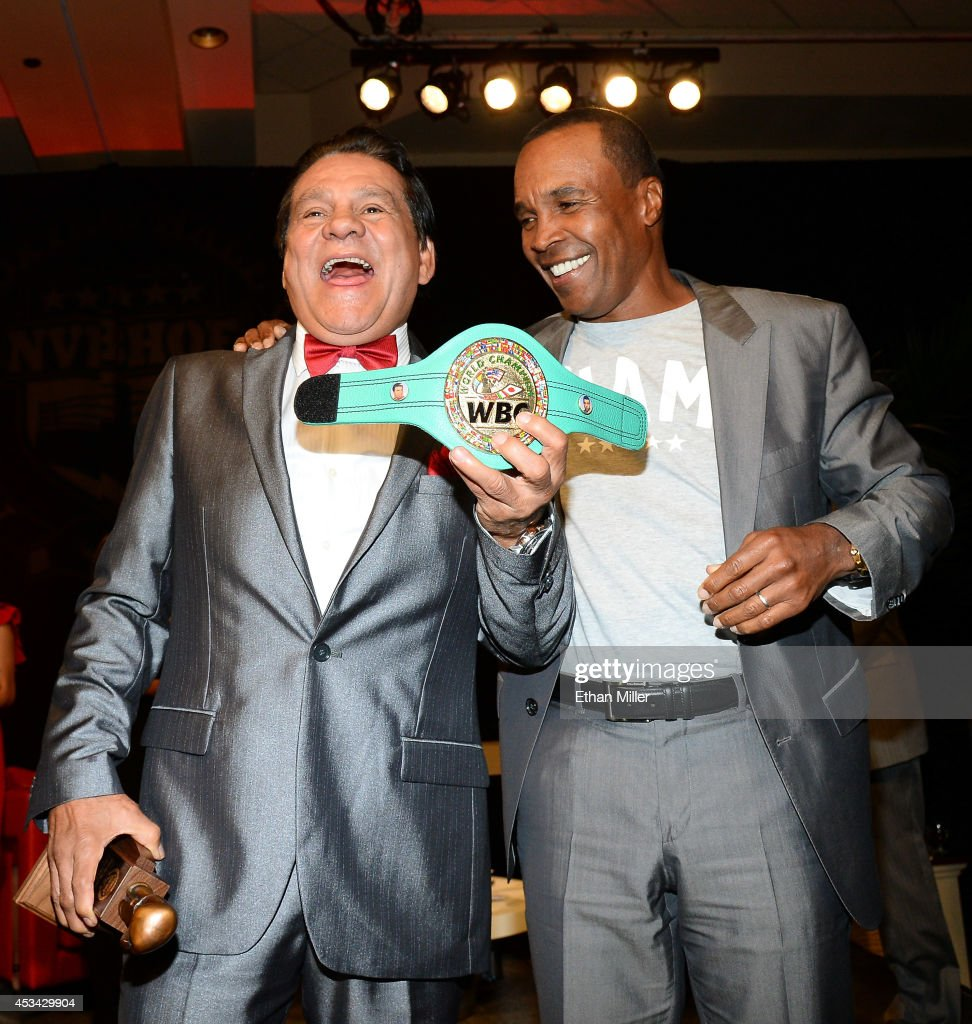 Former boxer Roberto Duran (L) is inducted into the Nevada Boxing Hall of Fame by former boxer Sugar Ray Leonard at the second annual induction gala at the New Tropicana Las Vegas on August 9, 2014 in Las Vegas, Nevada.