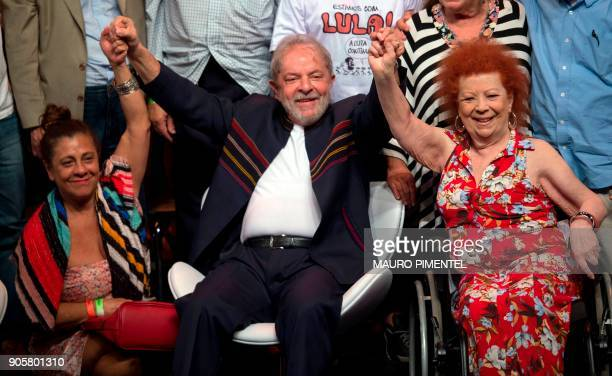 Former Brazilian president Luiz Inacio Lula da Silva poses flanked by Brazilian acterss Catarina Abdalla and Brazilian musician Beth Carvalho during...