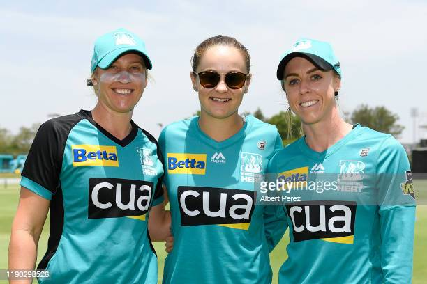 Former Brisbane Heat player and WTA number 1 ranked player, Ashleigh Barty poses for photos with Kirby Short and Delissa Kimmince of the Heat during...