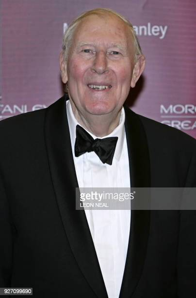 Former British athlete Roger Bannister arrives at the Guildhall in central London 18 January 2007 AFP PHOTO/LEON NEAL / AFP PHOTO / Leon NEAL
