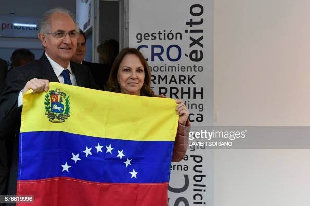 Former Caracas mayor Antonio Ledezma and his wife Mitzy Capriles hold a Venezuelan flag before giving a press conference on November 20 2017 in...