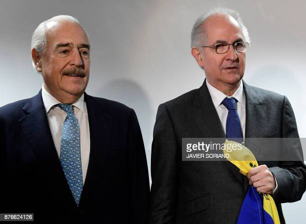 Former Caracas mayor Antonio Ledezma stands next to former Colombian president Andres Pastrana before giving a press conference on November 20 2017...