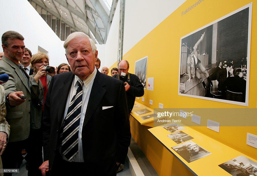 Former chancellor Helmut Schmidt attends the opening of the exhibition 'Helmut Schmidt - ein Leben in Bildern des Spiegel-Archivs' at the Deichtorhallen on April 26, 2005 in Hamburg. The exhibition starts from April 29 until August 28, 2005.