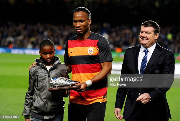 Former Chelsea player Didier Drogba of Galatasaray and son Isaac on the pitch with Ron Gourlay Chief Executive of Chelsea prior to the UEFA Champions...