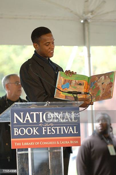 Former Chicago Bull BJ Armstrong reads to kids during the National Book Festival on September 30 2006 at the White House in Washington DC NOTE TO...