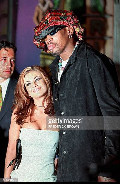 Former Chicago Bulls star Dennis Rodman and his wife Carmen Electra pose for photographers 22 February during a press conference in Beverly Hills....