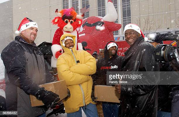Former Chicago Bulls stars Bill Wennington Scottie Pippen Randy Brown and Bob Love smile for the cameras along with Bulls mascot Benny The Bull...