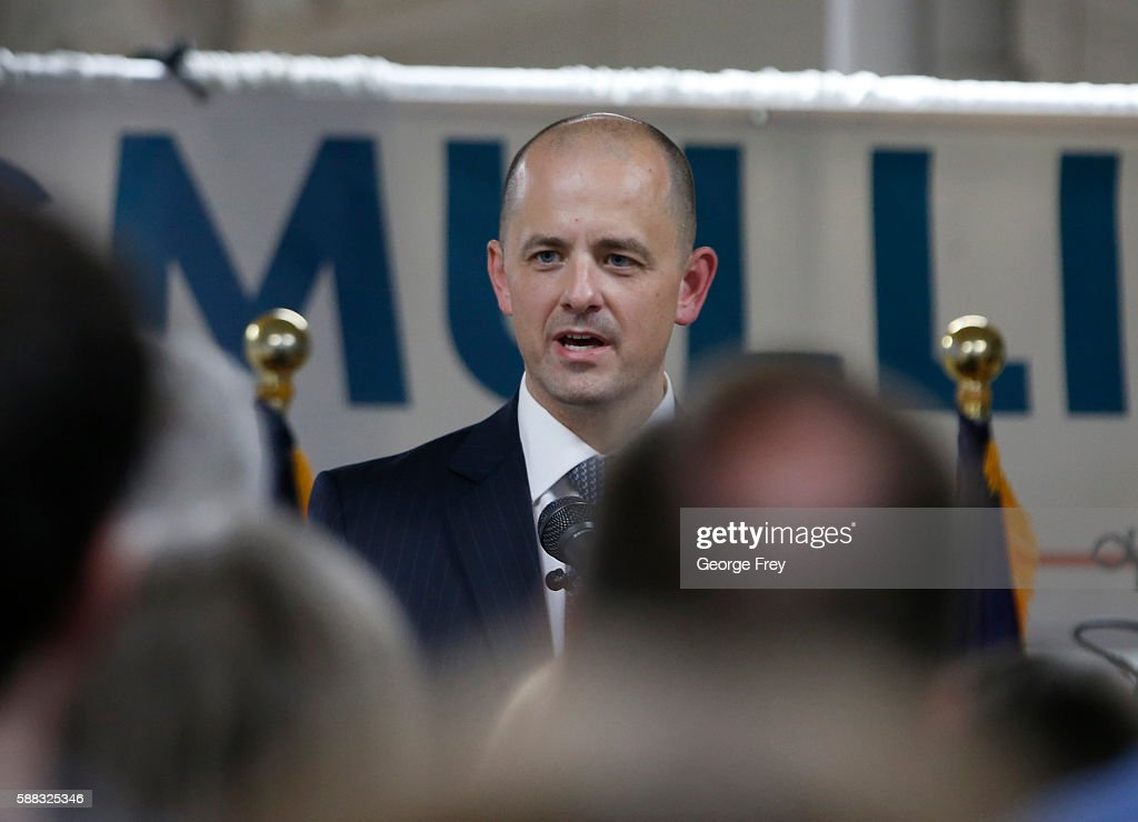 Former CIA agent Evan McMullin announces his presidential campaign as an Independent candidate on August 10, 2016 in Salt Lake City, Utah. Supporters gathered in downtown Salt Lake City for the launch of his Utah petition drive to collect the 1000 signatures McMullin needs to qualify for the presidential ballot.