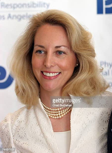 Former CIA agent Valerie Plame attends the Nobel Prize Group PSR honoring Joe Wilson at the Beverly Hilton Hotel on June 7 2007 in Beverly Hills...