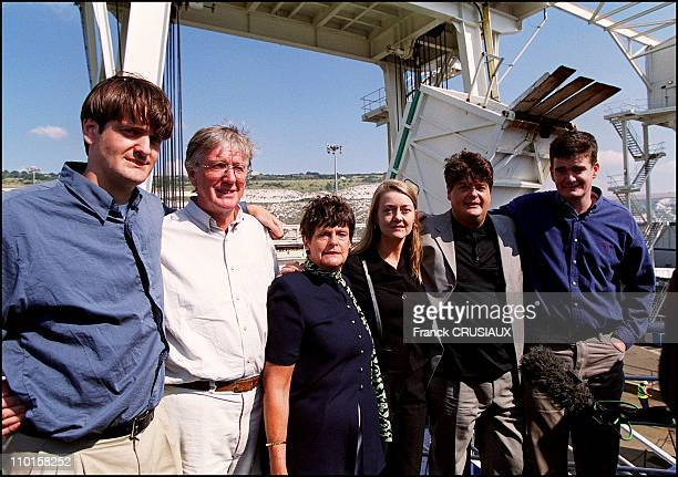 Former counter espionage member David Shayler back in France on August 21, 2000 - With his girlfriend Annie Machon and parents and his two brothers.