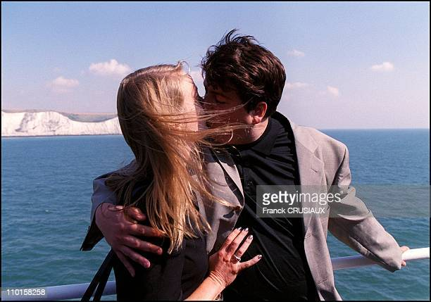 Former counter espionage member David Shayler back in France on August 21, 2000 - With his girlfriend Annie Machon in front of Dover cliffs.