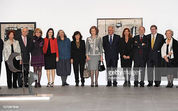 Former Culture Minister Carmen Calvo Queen Sofia of Spain and former Prime Minister Felipe Gonzalez pose for a group picture during 'Museo Reina...