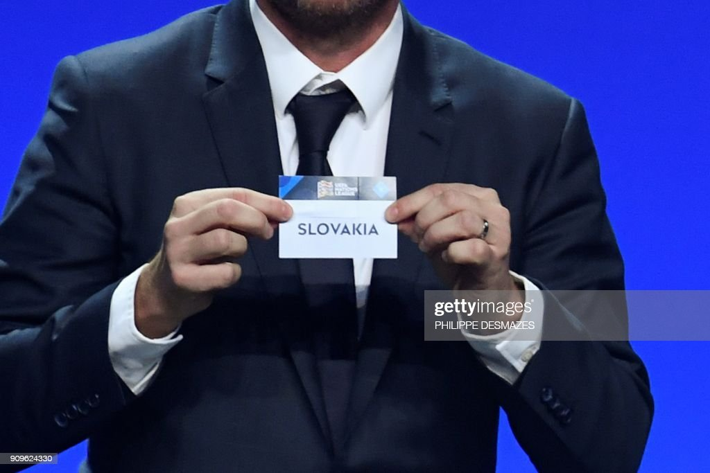 Former Czech football player Vladimir Smicer shows the name of Slovakia during the UEFA Nations League draw at the headquarters of the European football organisation in Lausanne, on January 24, 2018. / AFP PHOTO / Philippe DESMAZES