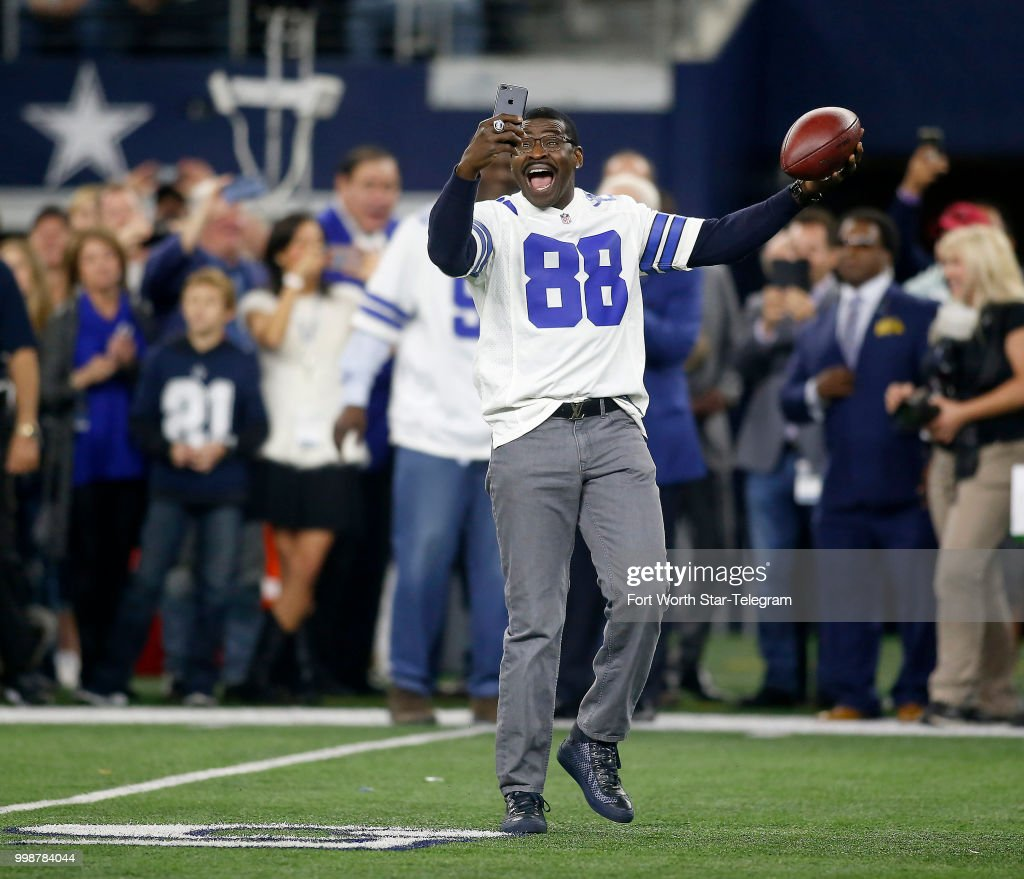 Former Dallas Cowboys receiver Michael Irvin (88) takes a selfie as he was  one