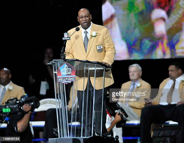 Former defensive linemen Cortez Kennedy speaks at the podium during his Pro Football Hall of Fame induction speech on August 4 2012 at Fawcett...