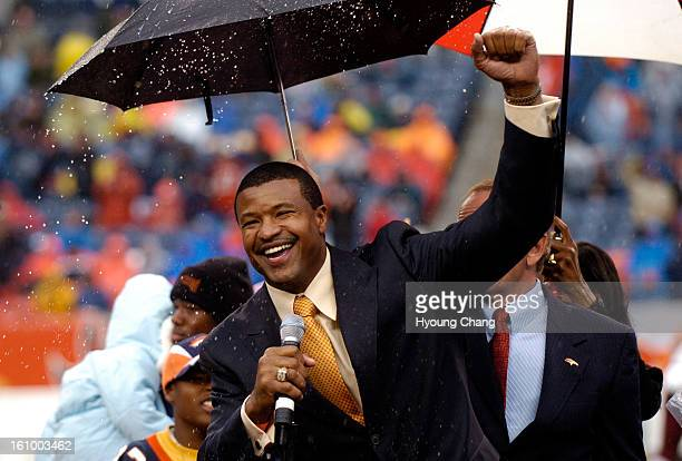 OCTOBER 9 2005 Former Denver Broncos Steve Atwater celebrates his induction into the Ring of Fame at Invesco Field Mile High on Sunday