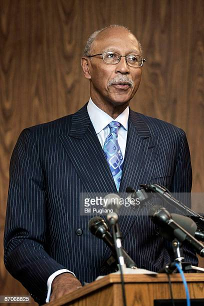 Former Detroit Pistons' star Dave Bing addresses the media after being sworn in as the 62nd mayor of the City of Detroit at the city�s Department of...