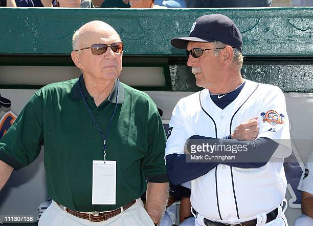 Former Detroit Tigers player and coach Dick Tracewski talks with Jim Leyland before the spring training game against the Toronto Blue Jays at Joker...