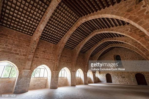 former dormitory, cistercian monastery, santes creus, aiguamurcia, catalonia, spain - cisterciense - fotografias e filmes do acervo