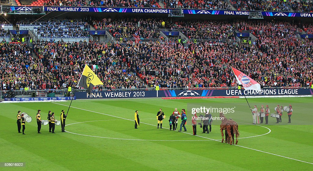 Soccer uefa champions league final 2013 borussia dortmund vs former dortmund midfielder lars ricken and ex munich star paul breitner during the opening ceremony voltagebd Choice Image