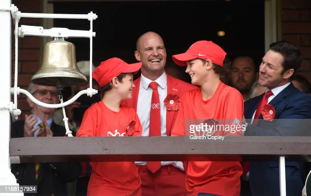 Former England captain Andrew Strauss rings the five minute bell alongside sons Luca and Sam ahead of day two of the 2nd Specsavers Ashes Test match...