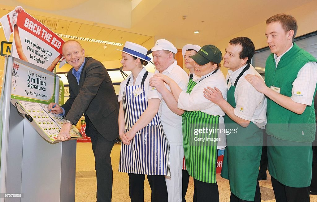 Morrisons Back the World Cup Bid Photo call : Foto jornalística