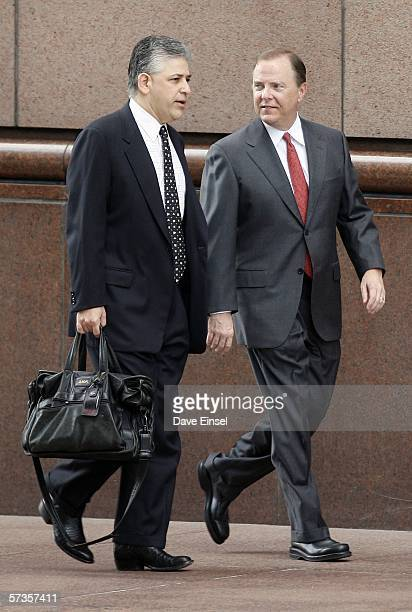 Former Enron CEO Jeff Skilling walks to the Bob Casey US Courthouse with his attorney Daniel Petrocelli for the second day of Skilling's cross...