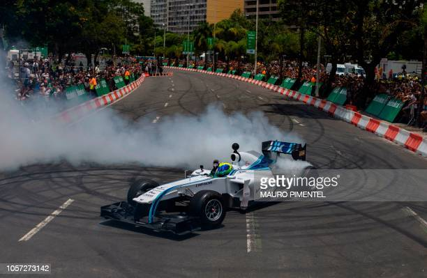 TOPSHOT Former F1 driver Felipe Massa drives a Williams car during the event F1 Heineken Experience at Botafogo Beach in Rio de Janeiro Brazil on...