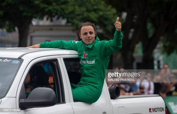 Former F1 driver Felipe Massa greets the crowd during the event F1 Heineken Experience at Botafogo Beach in Rio de Janeiro Brazil on November 04 2018