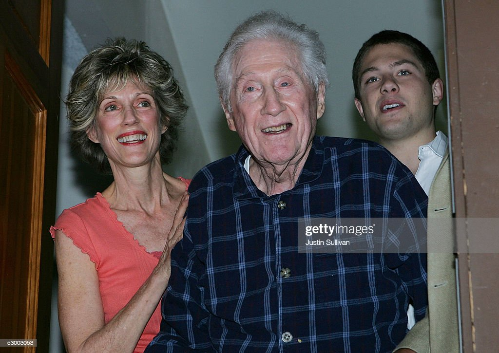 Former FBI official W. Mark Felt (C) stands with his daughter Joan Felt and grandson Nick Jones May 31, 2005 in Santa Rosa, California. An article written in Vanity Fair magazine claims that Felt was ?Deep Throat? the long-anonymous source who leaked secrets about President Nixon?s Watergate cover-up to The Washington Post in the early 1970's.