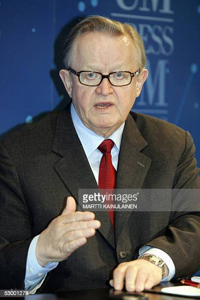Former Finland President Martti Ahtisaaren speaks at a press conference following the fourth round of Aceh talks 31 May 2005 at the department of...