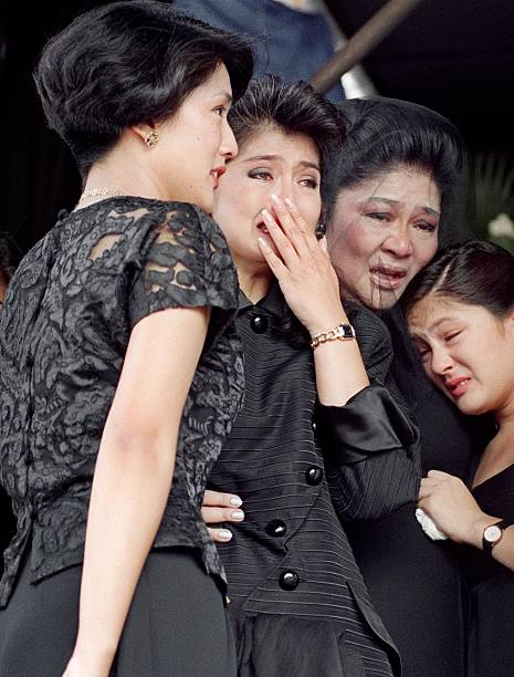 Former First Lady Imelda Marcos 2nd R And Her Ch