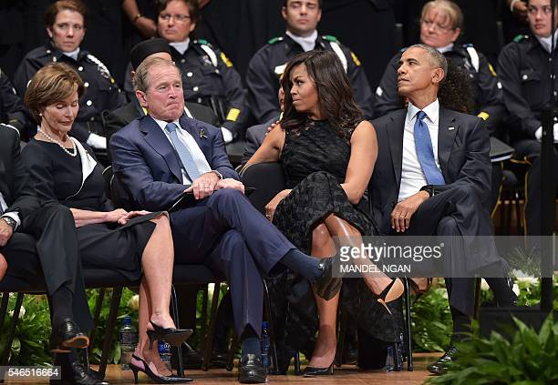 TOPSHOT Former first lady Laura Bush former US president George W Bush and US President Barack Obama and First Lady Michelle Obama attend an...