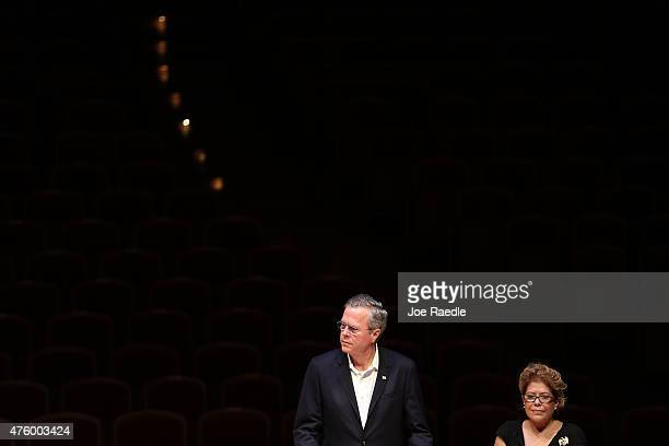 Former Florida Governor Jeb Bush and possible Republican presidential candidate and his wife Columba Bush present awards to the 2015 Arts for Life...