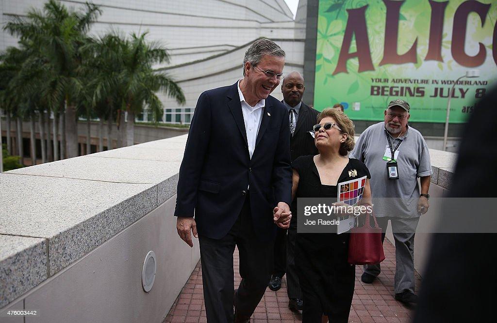 Jeb Bush Attends Scholarship Awards Ceremony At Miami Arts Center : News Photo