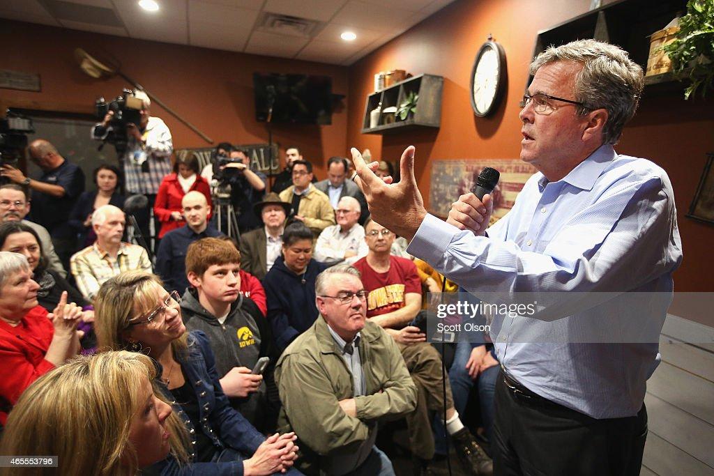 Jeb Bush Speaks To Iowans After Ag Summit : News Photo