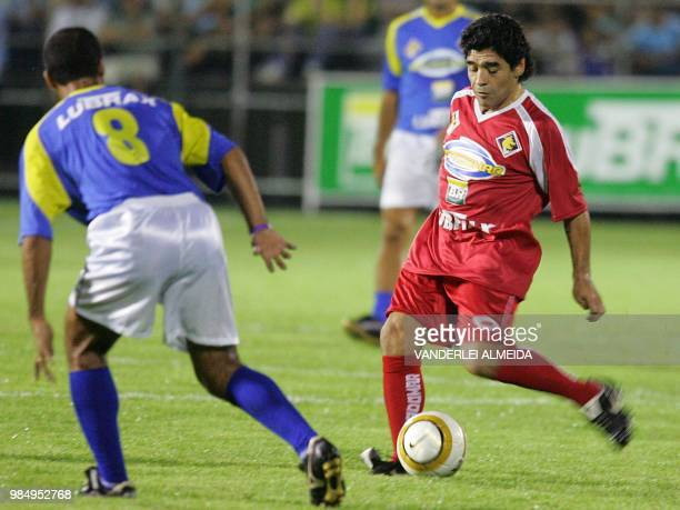 Former football legend Argentine player Armando Maradona shoots the ball during a charitable friendly 21 December 2005 at the Zico Sport Stadium in...