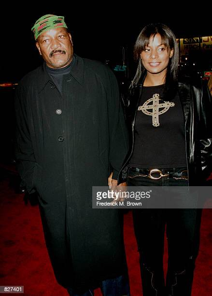"""Former football player Jim Brown and his wife Nicole attend the film premiere of """"Ali"""" December 12, 2001 in Los Angeles, CA."""