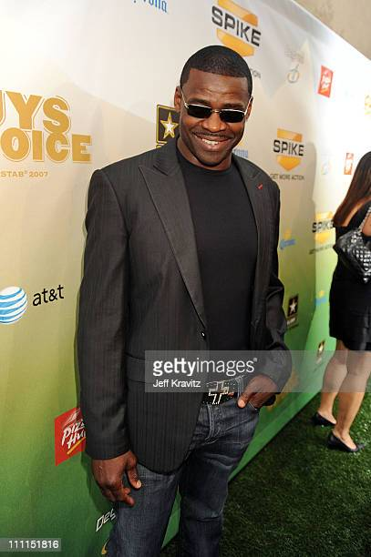 Former football player Michael Irvin arrives at Spike TV's 2009 'Guys Choice Awards' held at the Sony Studios on May 30 2009 in Los Angeles California