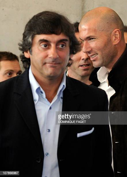 Former football players French Zinedine Zidane and Uruguayan Enzo Francescoli arrive for the presentation of the 'Football Cracks' reality show in...