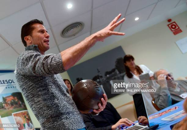 Former footballer Javier Torres Gomez conducts a therapeutic session for patients affected by Alzheimer's disease in Madrid on November 28 2017 / AFP...