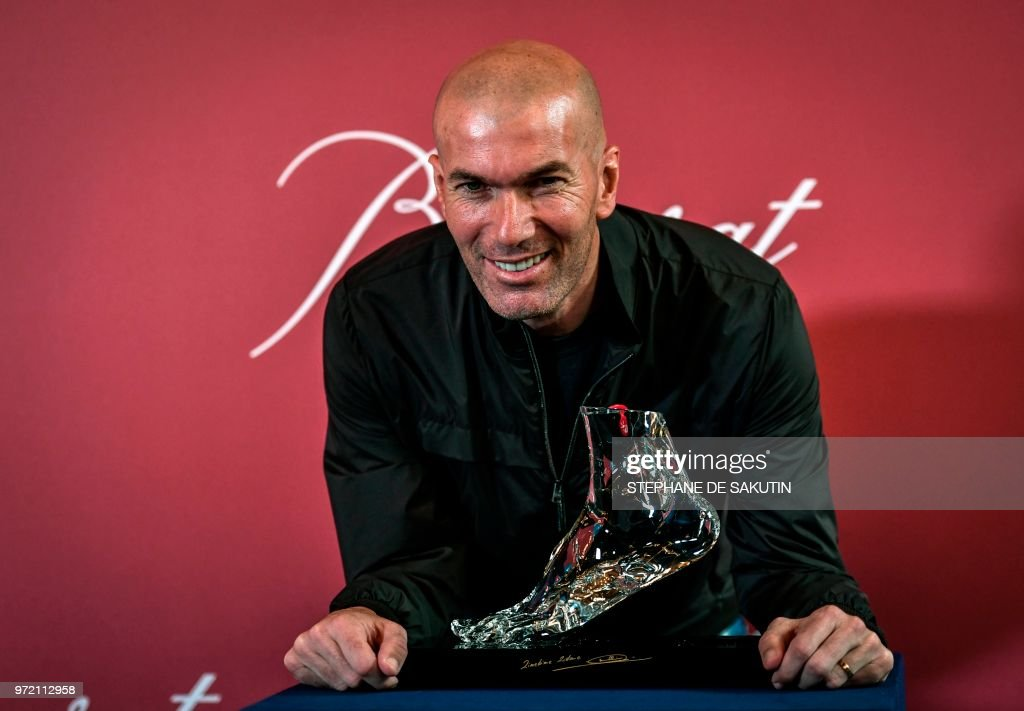 TOPSHOT - Former French football player and European Leukodystrophy Association (ELA) patron Zinedine Zidane poses with the 'Zidane's Crystal Foot' created by Baccarat on June 12, 2018 in Paris. - French crystal glass maker Baccarat has created 100 units of Zidane's Crystal Foot, worth 40,000 euros each, for the benefit of the European Association against Leukodystrophy (ELA).