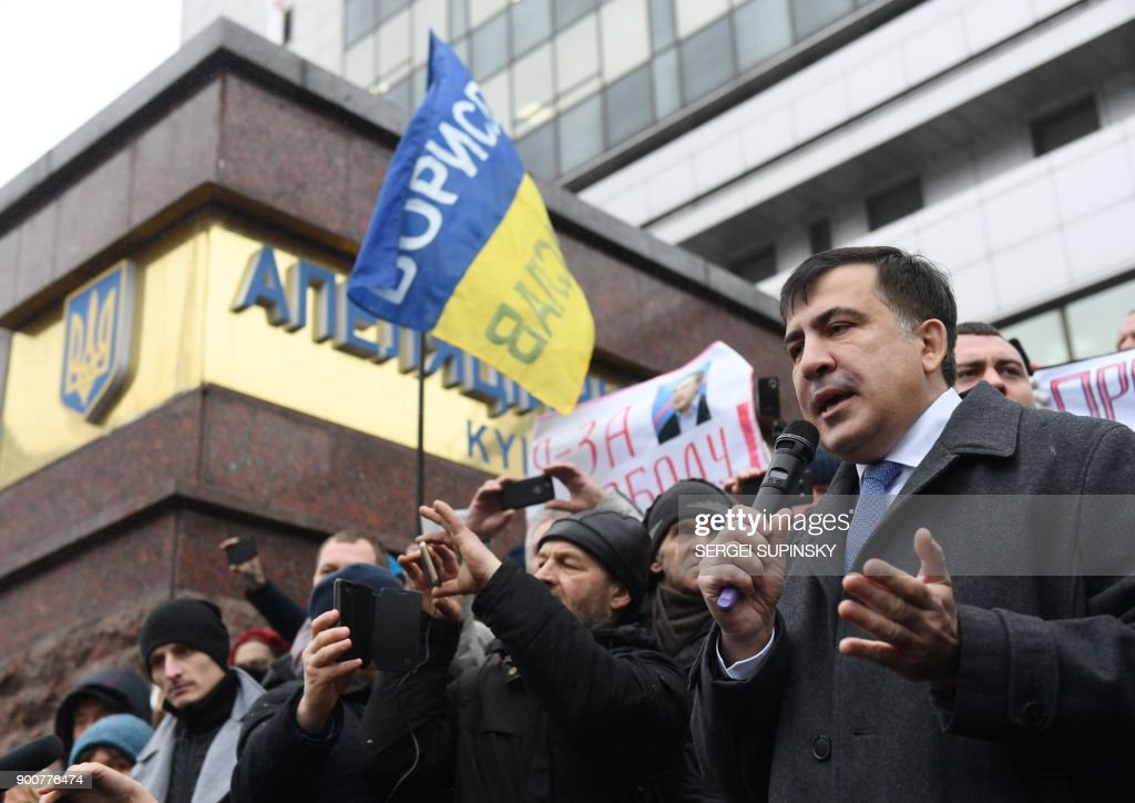 Former Georgian president Mikheil Saakashvili (R) speaks to his supporters after attending his appeal hearing at a courthouse in Kiev on January 3, 2018. The court, that was to consider the appeal of the prosecutor's office against the decision of the Kiev district court which released the Saakashvili from custody, postponed the hearing to January 11, 2018. / AFP PHOTO / Sergei SUPINSKY