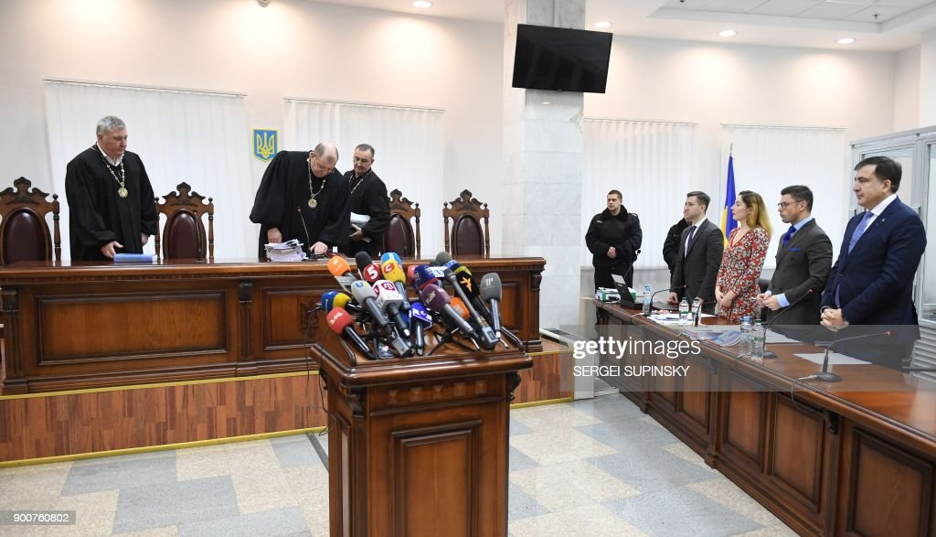 Former Georgian president Mikheil Saakashvili (R) waits for the start of his appeal hearing at a courthouse in Kiev on January 3, 2018. The court, which was to consider the appeal of the prosecutor's office against the decision of the Kiev district court to release Saakashvili from custody, postponed the hearing to January 11, 2018. / AFP PHOTO / Sergei SUPINSKY
