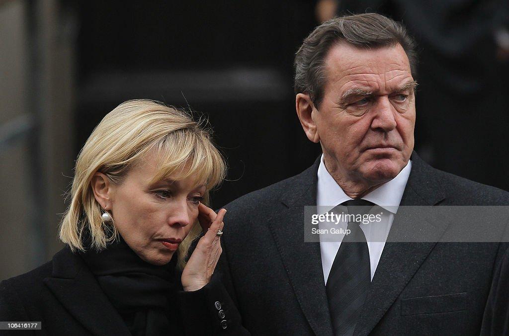 Funeral Service For Loki Schmidt : News Photo