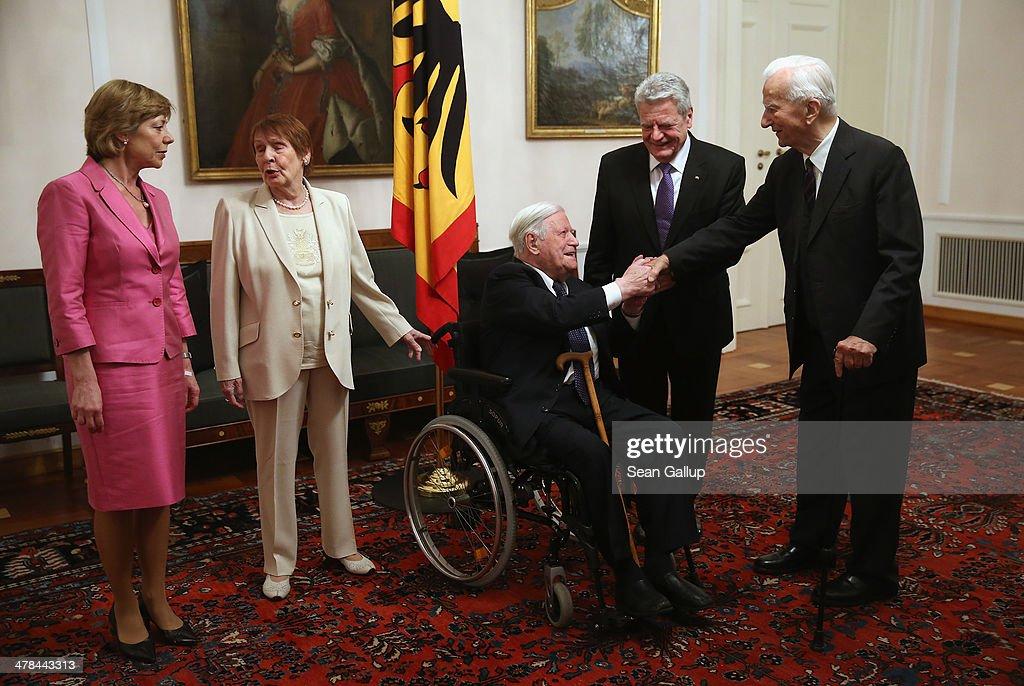 Gauck Holds Dinner For Helmut Schmidt 95th Birthday : News Photo
