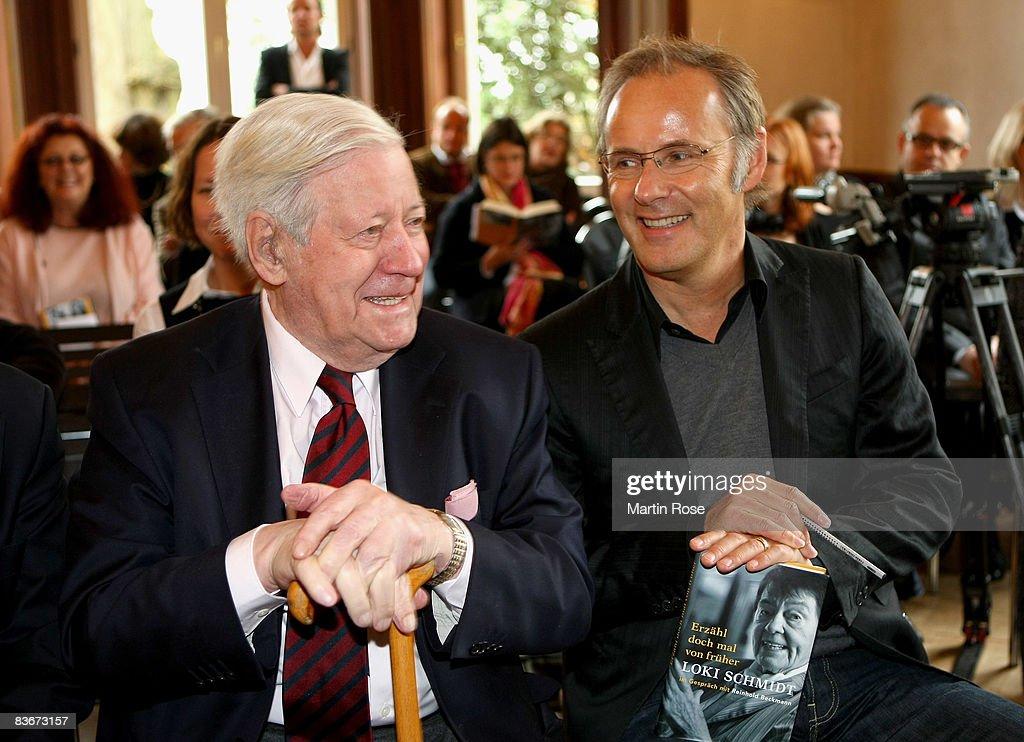 Former German chancellor Helmut Schmidt (L) speks to Reinhold Beckmann (R) during the book presentation of his wife Loki Schmidt at the Heinrich Heine House on November 13, 2008 in Hamburg, Germany.