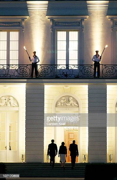 Former German President Horst Koehler and his wife Eva-Maria enter the Bellevue Palace after the farewell ceremony on June 15, 2010 in Berlin,...